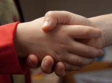 handshake-1471563_1920
